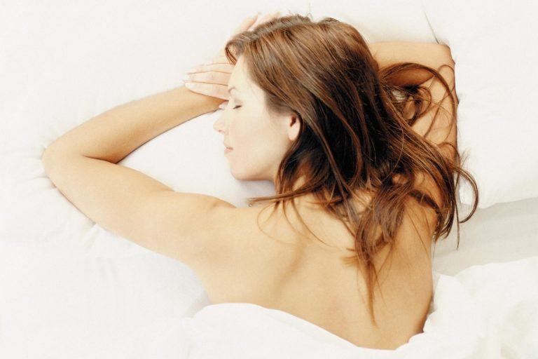 kika5028074_Woman-sleeping-min-768x512