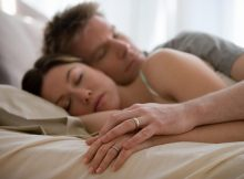 kika4961784_Couple-sleeping-1024x683